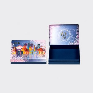 Caixa rígida, forrada em papel colorplus, modelo corpo e tampa, arte na tampa frente e verso com impressão digital